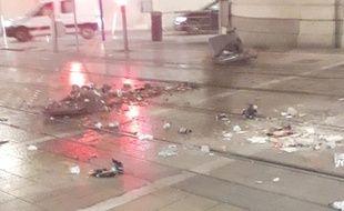 Les stigmates d'une journée d'affrontement rue Maguelone, entre la place de la Comédie  et la gare à Montpellier.