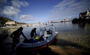 Deux nouveaux corps des victimes du naufrage du paquebot Concordia ont été retrouvés dans l'épave du navire, a annoncé lundi le commissaire du gouvernement en charge de la catastrophe, Franco Gabrielli.