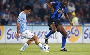 Le milieu de terrain français de l'Inter Milan, Patrick Vieira (à droite) lors d'un match contre Naples, le 26 avril 2009.