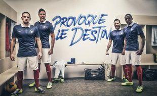 Les joueurs des l'équipe de France, Franck Ribéry, Raphaël Varane, Yohan Cabaye et Blaise Matuidi, posent avec la tenue Nike officielle de la Coupe du monde 2014.