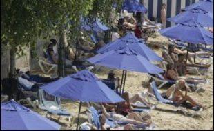 """Paris détient """"le record absolu"""" en matière de loisirs, avec seulement 35 heures de temps de travail par semaine et 1.481 heures par an en moyenne, selon l'étude annuelle de la banque UBS sur les prix et salaires publiée mercredi."""