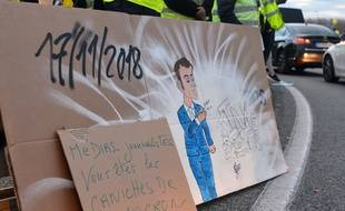 """Un slogan anti-média, lors d'une manifestation """"gilets jaunes"""". Illustration"""