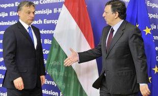 La Commission européenne s'est déclarée prête mercredi à ouvrir les négociations avec la Hongrie pour l'octroi d'un prêt, après les assurances données par le gouvernement de Viktor Orban de garantir l'indépendance de la Banque centrale.