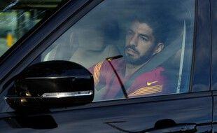 Luis Suarez quitte le centre d'entraînement du Barça, le 23 septembre 2020.