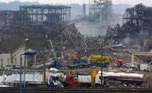 Vue prise le 22 septembre 2001, au lendemain de l'explosion de l'usine chimique AZF, située en  périphérie de Toulouse.