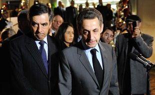 FrançoisFillon et Nicolas Sarkozy à l'aéroport de Roissy le 20 mars 2012.