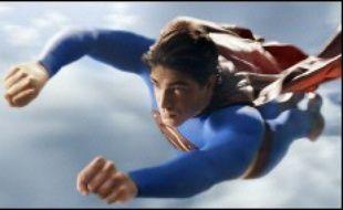 Superman (Brandon Routh), alias Clark Kent, a disparu pendant cinq ans de Metropolis, où la criminalité a atteint des niveaux record. L'avenir s'annonce encore plus sombre avec la libération de l'infâme Lex Luthor (Kevin Spacey). Quant à la journaliste Loïs Lane (Kate Bosworth), la femme qu'il aime, elle a appris à vivre sans lui...