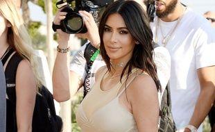 Kim Kardashian soutient son mari Kanye West lors de la diffusion du clip «Famous», le 24 juin 2016.