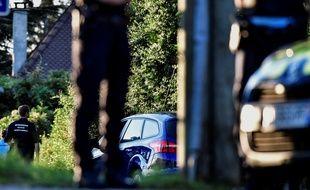 Les gendarmes devant la maison du suspect de l'enlèvement de la petite Maëlys, le 5 septembre 2017.