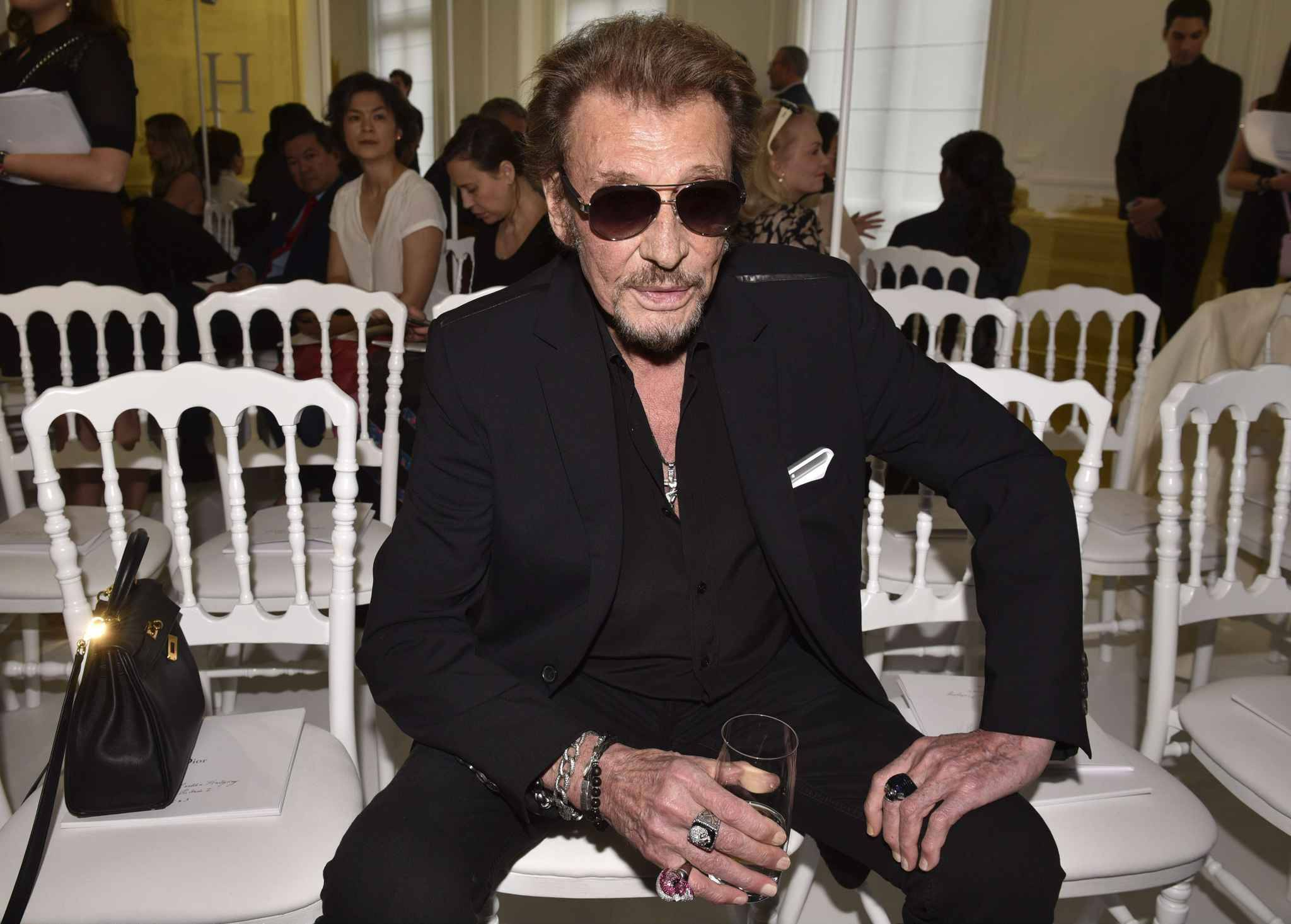 johnny hallyday annonc mort il rassure ses fans sur twitter. Black Bedroom Furniture Sets. Home Design Ideas