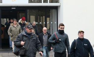 Sortie de l'usine Whrilpool d'Amiens, en janvier 2017.  / AFP PHOTO / FRANCOIS NASCIMBENI