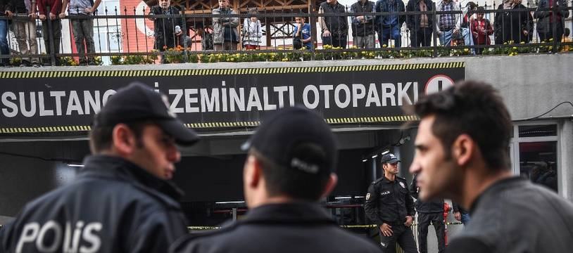 Des policiers en intervention sur un véhicule suspect, en octobre 2018 (image d'illustration).