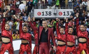 Robbie Williams a ponctué la cérémonie d'ouverture d'un joli doigt d'honneur