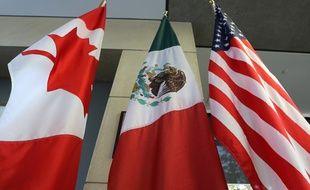 Les drapeaux canadien, mexicain et américain côte à côte (image d'illustration).