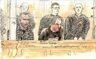 Dessin de justice du 2 avril 2013 montrant Mikel Carrera Sarobe (d) et un autre etarra, Mikel Garikoitz Aspiazu Rubina (g), jugés à Paris pour le meurtre de deux policiers espagnols en France en 2007