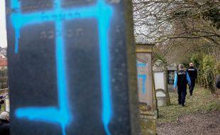 Des inscriptions nazies ont été apposées dans un cimetière en Alsace, à Quatzenheim, le 19 février 2019.