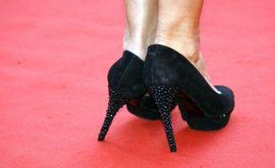 Une paire de chaussures sur le tapis rouge de Cannes lors de la première du film Le Prophète