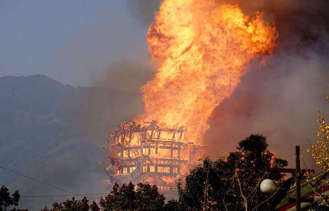VIDEO. Chine: Un gigantesque incendie détruit la plus haute pagode bouddhiste d'Asie