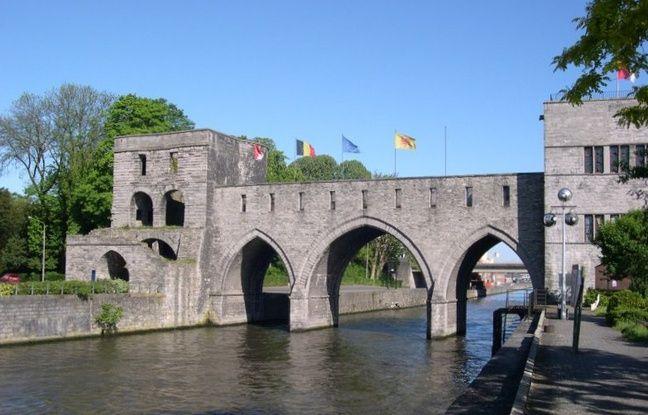 En Belgique, un célèbre pont médiéval va être détruit pour faciliter la navigation des bateaux