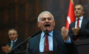 Le Premier ministre turc Binali Yildirim devant le Parlement le 19 juillet 2016 à Ankara