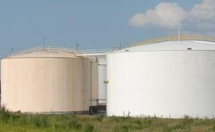 Illustration d'une raffinerie de pétrole.