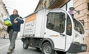 Le Goupil (en haut) ou l'e-trotteur, de nouveaux modes de livraison en ville.