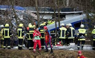 Les secours s'activent sur le lieu de l'accident, près de Bad Aibling, dans le sud de l'Allemagne.