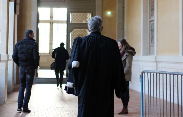 Une femme battue abandonnée par son avocat parce que l'audience est trop tardive 640x410_illustration-avocat-marchant-couloirs-cour-assises-ille-vilaine-parlement-bretagne-rennes