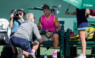 Rafael Nadal se fait soigner lors de sa victoire contre Karen Khachanov à Indian Wells, le 15 mars 2019.