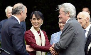 L'ancien président Nicolas Sarkozy a rencontré jeudi matin l'opposante birmane Aung San Suu Kyi, avec laquelle il a pris son petit déjeuner dans un grand hôtel parisien.