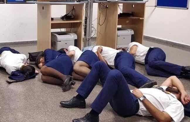 Ryanair licencie six employés pour une photo où ils «passent la nuit par terre» dans l'aéroport Nouvel Ordre Mondial, Nouvel Ordre Mondial Actualit�, Nouvel Ordre Mondial illuminati