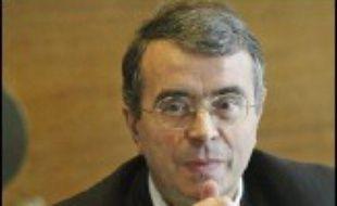"""Jean-Jack Queyranne, président (PS) de la région Rhône-Alpes et ancien ministre, a apporté samedi son soutien à une candidature de Ségolène Royal, capable de rassembler la gauche autour de """"valeurs de modernité"""", dans l'optique de la présidentielle de 2007."""