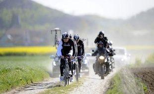 Fabian Cancellara et son équiupe lors de la reconnaissance du Paris-Roubaix, le 11 avril2014, à orchies.