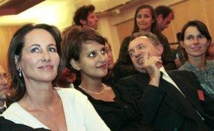 Les militants auront à se prononcer le 6 novembre sur quatre textes principaux (motions) placés sous la bannière de leaders: le maire de Paris Bertrand Delanoë, soutenu par le premier secrétaire sortant François Hollande et le strauss-kahnien Pierre Moscovici, Ségolène Royal associée à des barons locaux, le maire de Lille, Martine Aubry avec les fabiusiens, des strauss-kahniens et le Nord-Pas-de-Calais, enfin l'eurodéputé Benoît Hamon pour l'aile gauche du parti.