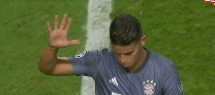 James Rodriguez chambre les fans de Benfica.