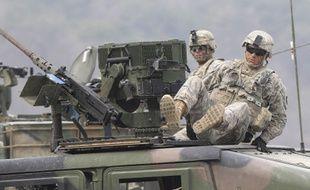 Un soldat américain sort d'un véhicule militaire à Pocheon, en Corée du sud, le 11 avril 2014.