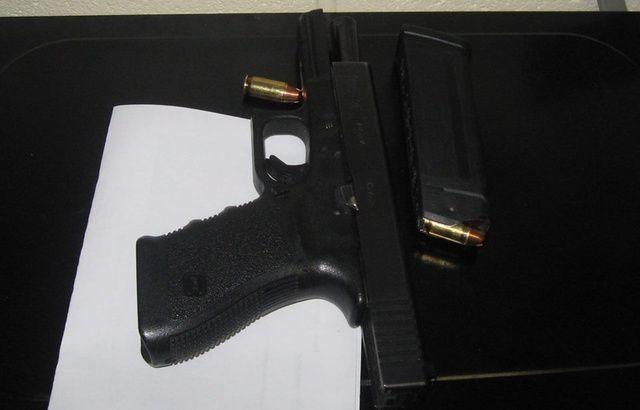 Un enfant de six ans arrive à l'école avec un pistolet chargé 640x410_police-colombus-publie-page-facebook-photo-arme-saisie