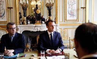 Le président Emmanuel Macron a organisé une réunion d'urgence à l'Elysée pour parler des «gilets jaunes» dimanche 2 décembre 2018.