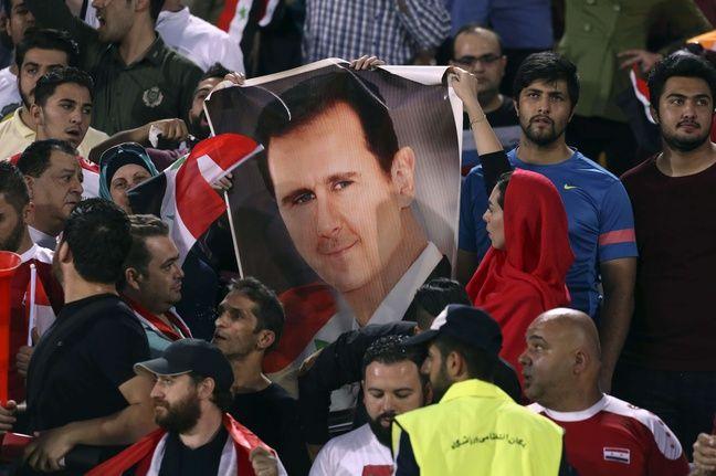 Un portrait de Bachar El-Assad a été déployé par les supporters syriens présents à Téhéran au mois de septembre lors du déplacement de la sélection de Syrie