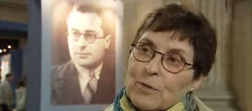 Hélène Mouchard-Zay, fille du résistant Jean Zay., devant une photo de son père.