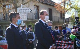 Le Premier ministre Jean Castex et le ministre de l'Intérieur, Gérald Darmanin, sur les lieux de l'attentat de Rambouillet, le 23 avril 2021.