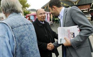 C'est Serge Dassault et non le candidat officiel de l'UMP qui est allé à la rencontre  des électeurs, hier matin, sur le marché de la place d'Essonnes.