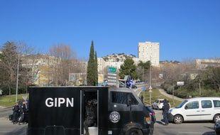 Les forces de l'ordre investissent la cité de la Castellane après des tirs d'armes automatiques dans la matinÈe.