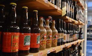 Au magasin Strasbourg bière import dans le centre de Strasbourg, plus d'une quinzaine de bières de Noël sont en vente.