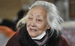 Tsuyako Ito répond à une interview à Kamaishi, le 25 mars 2011