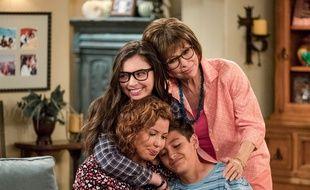 Isabella Gomez, Justina Machado, Marcel Ruiz et Rita Moreno sont les stars de «One Day At A Time».