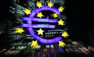 La zone euro connaîtra cette année une récession plus importante que prévu, avec un Produit intérieur brut se repliant de 0,4% (contre -0,3% jusqu'ici) et un chômage au-dessus de 12%, selon les nouvelles prévisions économiques de la Commission européenne publiées vendredi.