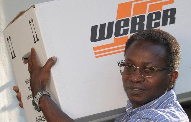 Le prêtre Olivier Ndjimbi-Tshien a quitté sa paroisse bavaroise pour protester contre les attaques racistes dont il était l'objet.