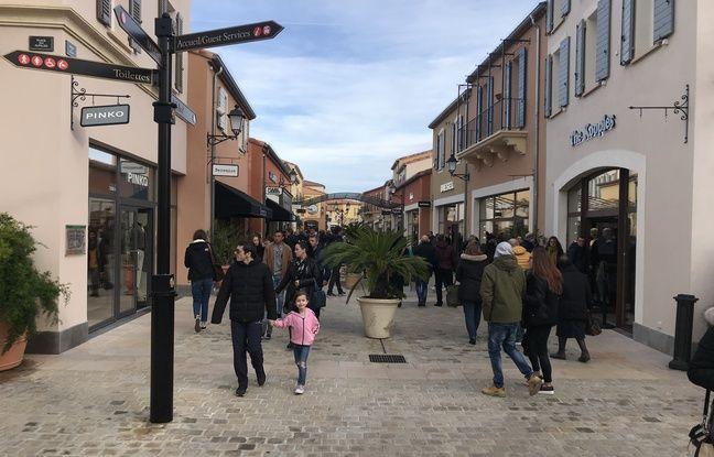 Les allées du village des marques de Miramas ne désemplissent pas en ce premier week-end des soldes.