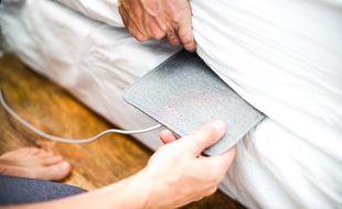 Le Nokia Sleep se place entre le matelas et le sommier du lit, au niveau du buste.